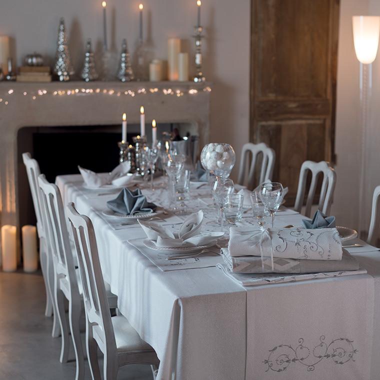 nappe brodee cara blanc carre blanc. Black Bedroom Furniture Sets. Home Design Ideas