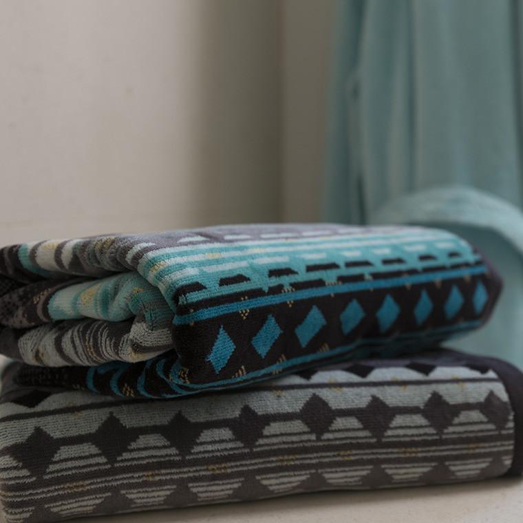 serviette de toilette ivano carre blanc. Black Bedroom Furniture Sets. Home Design Ideas