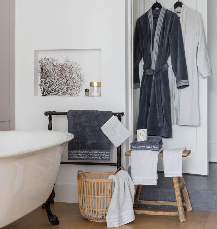 Gant de toilette bouclette de coton brodé Irina anthracite - 1