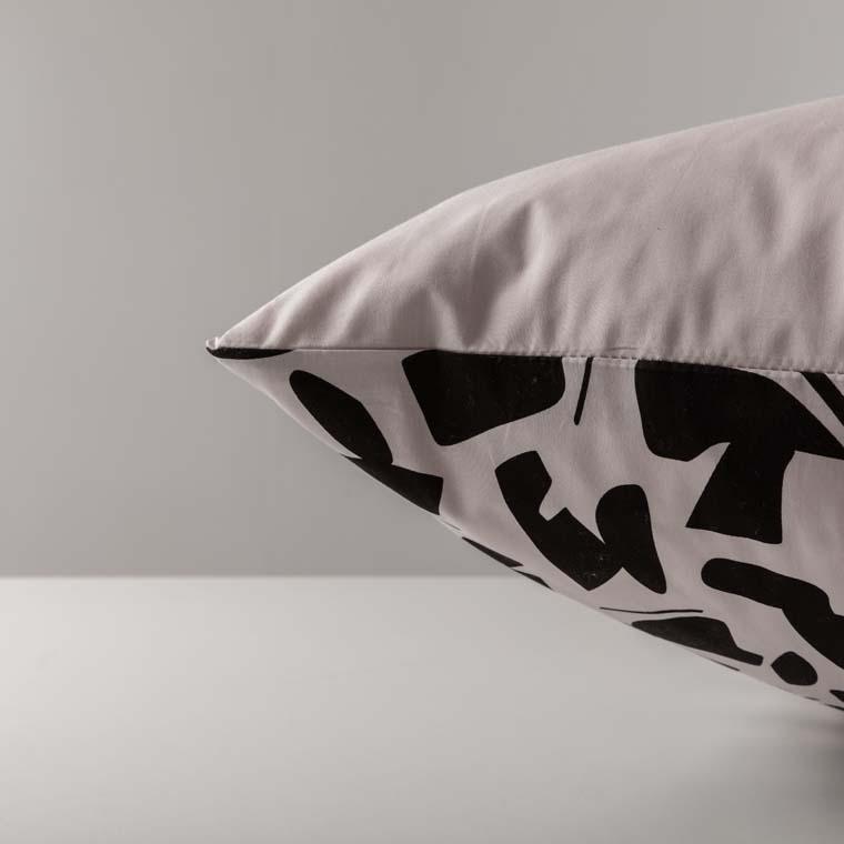 Taie d'oreiller rectangulaire percale de coton imprimée graphique Kuro   - 12
