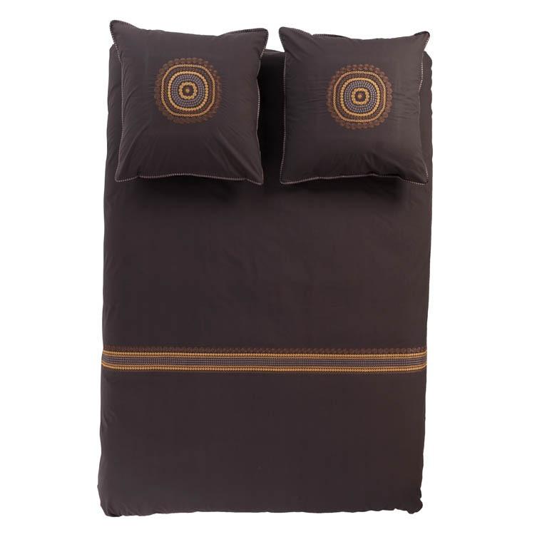 Housse de couette percale de coton chocolat et motifs brod s for Taille housse de couette 2 personnes