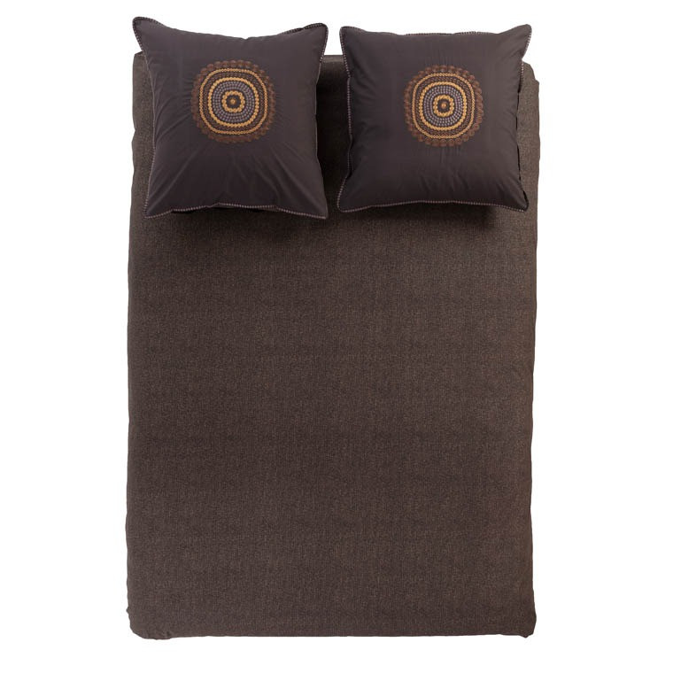 housse de couette percale de coton chocolat et motifs brod s. Black Bedroom Furniture Sets. Home Design Ideas