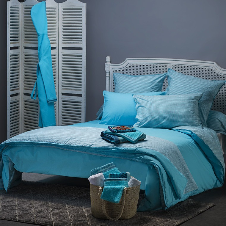 housse de couette turquoise r versible imprim graphique carr blanc. Black Bedroom Furniture Sets. Home Design Ideas