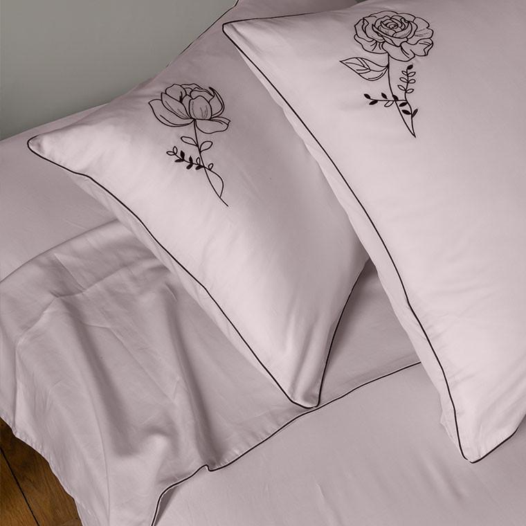 Taie d'oreiller carrée satin de coton brodée floral Promesse nude  - 11