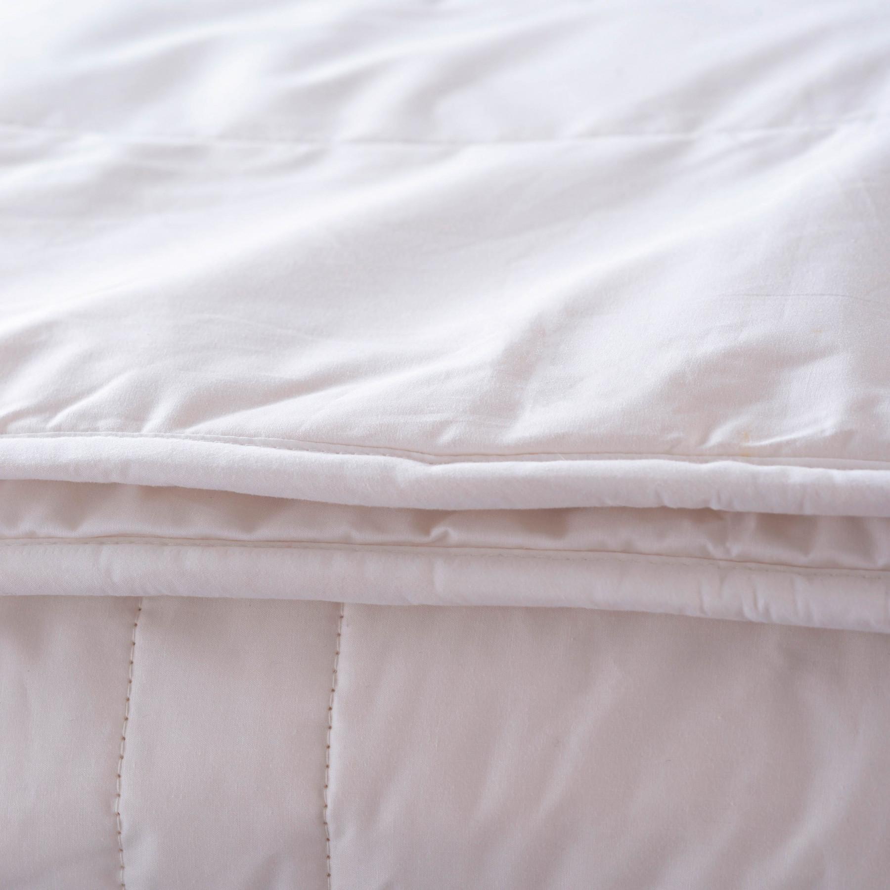 couette en soie naturelle d 39 hanoi 140x200 260x240 carr blanc. Black Bedroom Furniture Sets. Home Design Ideas