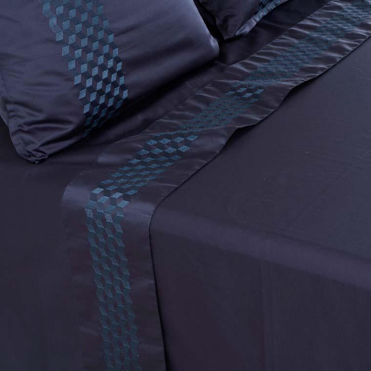 Drap de lit satin de coton brodé Cubes