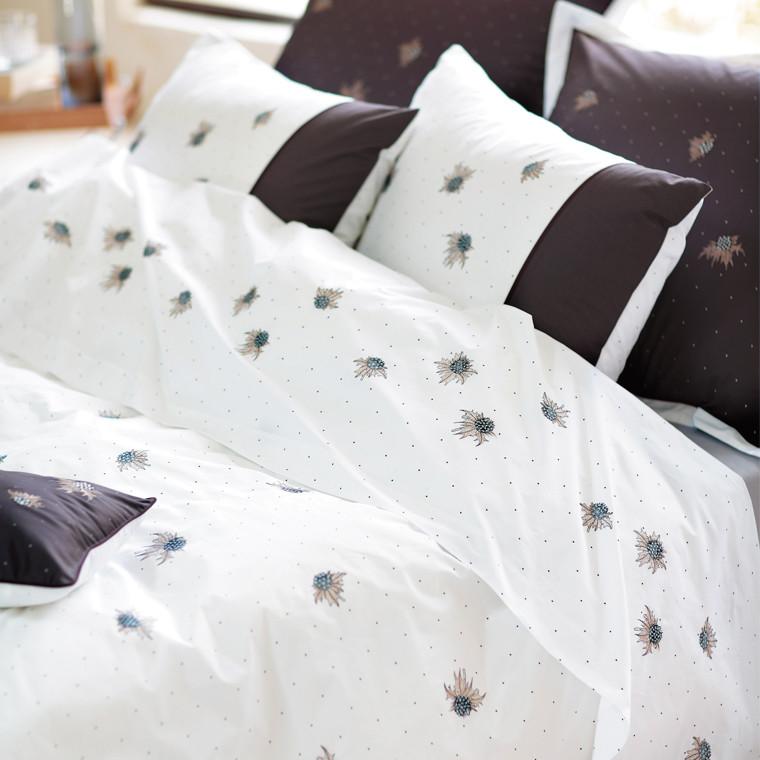 housse de couette louison brode carre blanc. Black Bedroom Furniture Sets. Home Design Ideas