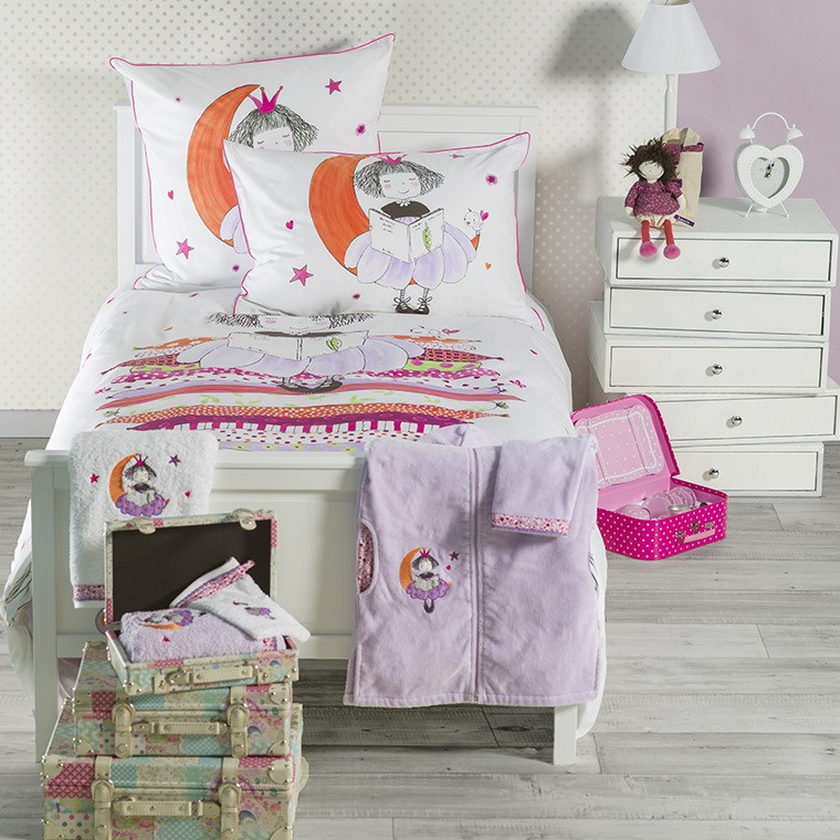 parure de lit enfant couette et drap pour lit d 39 enfant carr blanc. Black Bedroom Furniture Sets. Home Design Ideas