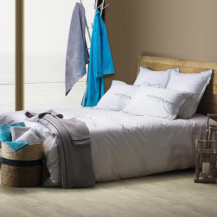 housse de couette percale r versible blanc et turquoise carr blanc. Black Bedroom Furniture Sets. Home Design Ideas