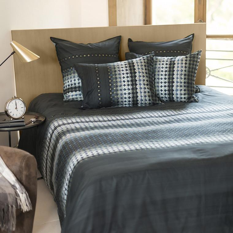 housse de couette urbaine anthracite motifs g om triques imprim s. Black Bedroom Furniture Sets. Home Design Ideas