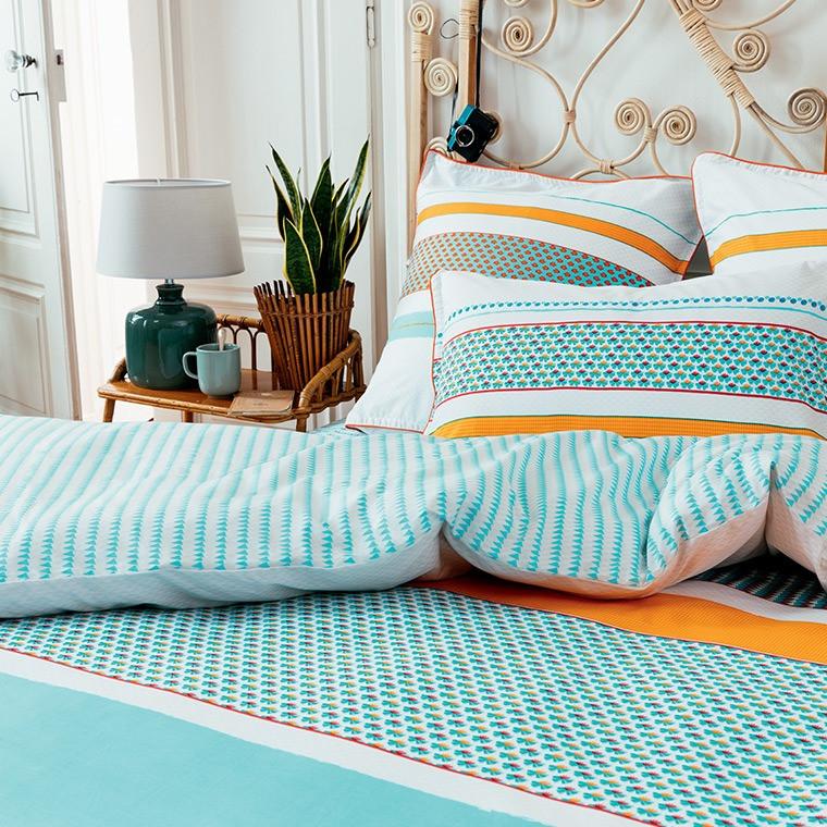Housse de couette imprim e r versible blanc turquoise orange for Parure de lit garcon