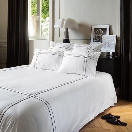 Parure de lit satin de coton unie à bandes noires Couture urbain